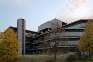Das ehemalige Bürogebäude der AOK am Pferdeturm in Hannover, Oktober 2012