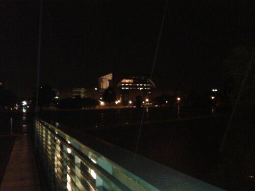 Bundeskanzlerinnenamt von der Spreebrücke aus fotografiert