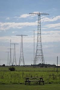 Fünf der sechs Sendemasten des Senders in Grimeton