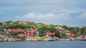 Bewohnte Felsinsel im Meer vor Göteborg