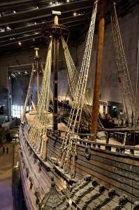 Blick von oben auf die Vasa in ihrem stockholmer Museum.
