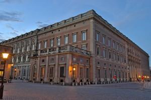 Der Palast des schwedischen Königs in der Abenddämmerung.
