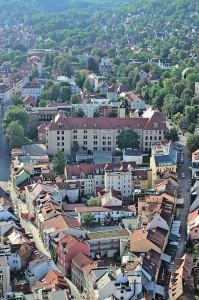 Blick auf den Stadtteil mit der Wagnergasse (rechts), wegen der vielen Kneipen die wichtigste Straße Jenas.