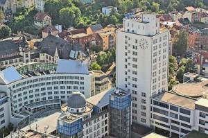 Blick auf eines der Hochhäuser am Erst-Abbe-Platz.