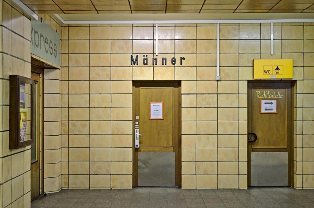 Toilettentüren im Zwickauer Bahnhof
