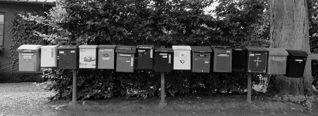 Eine schweden-typische Häufung von Briefkästen.