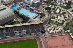 Blick auf eine Freizeitanlage am Fuße des Kairo-Turms.