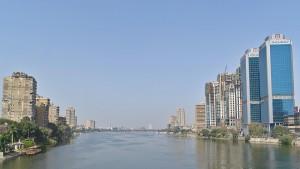 Bebauung am Nil, links Zamalek auf der Insel Gezira.