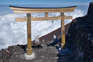 Tor am Ende des Yoshida-Weges zum Fuji-Gipfel, von oben gesehen!