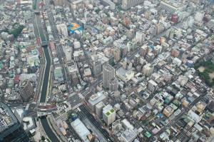 Tokio am Fuße des Skytree von der ersten Aussichtsplattform in 350 m Höhe.