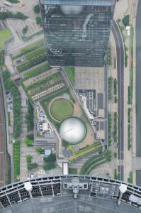Das begrünte Dach des Einkaufszentrums am Fuße des Tokio Skytree aus 450 m Höhe.