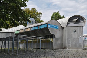 Ein Eingang zum Olympiastadion mit den Original-Kassenhäuschen von 1972.