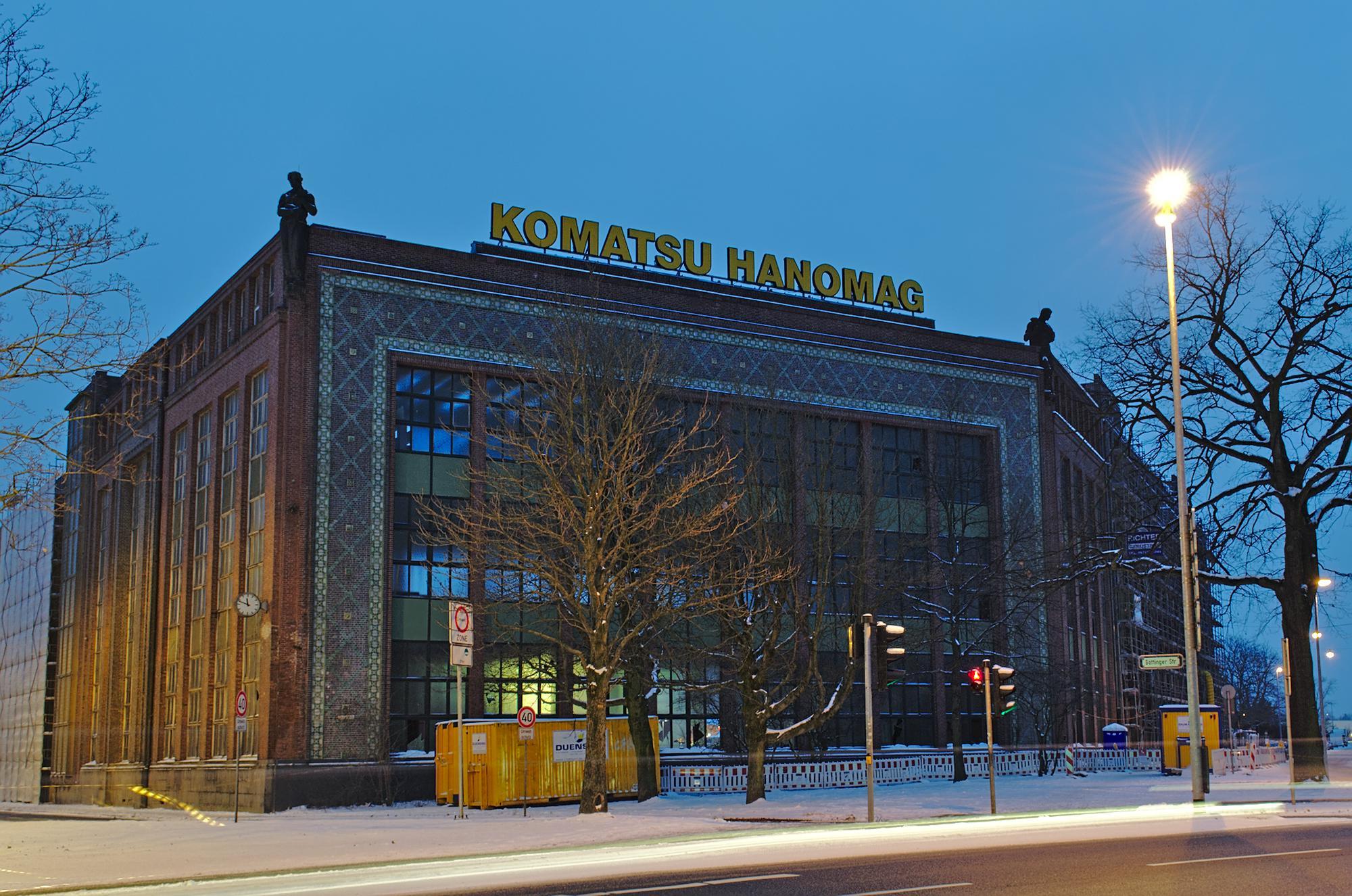 Hübsch verzierte Fassade des ehemaligen Hanomag-Werks am Deisterplatz in Hannover.