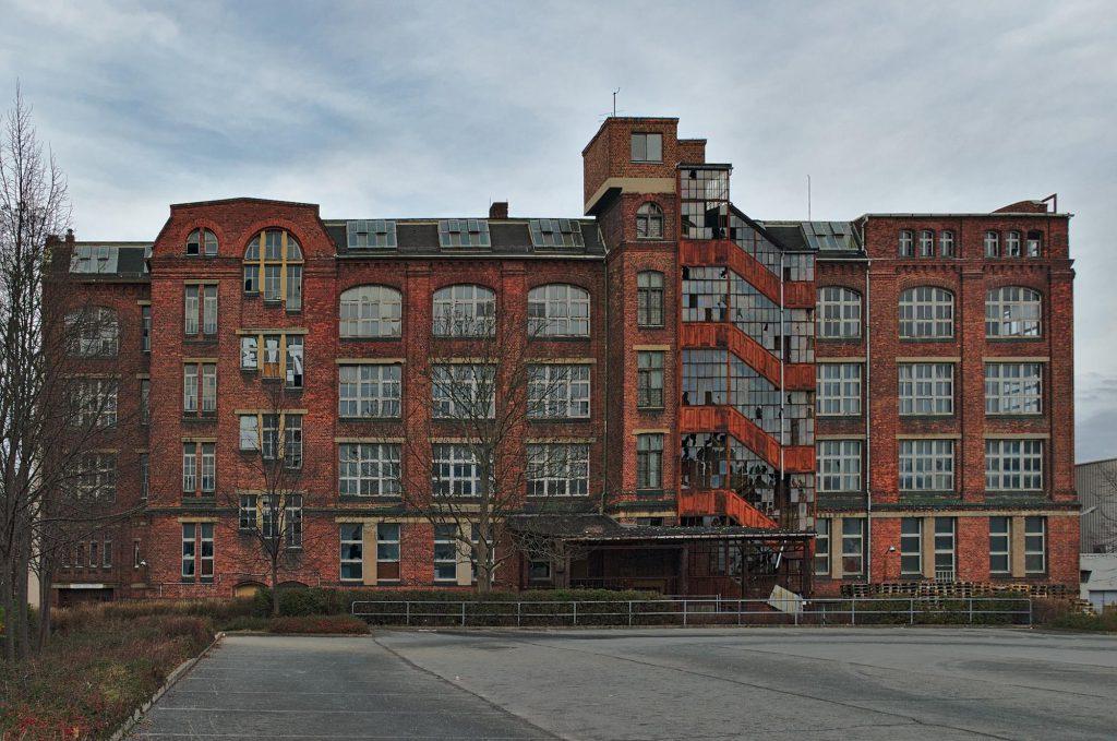 Vermutlich die ehemalige Berufsschule eines DDR-Elektronikbetriebes, Chemnitz, Bruno-Salzer-Straße 2