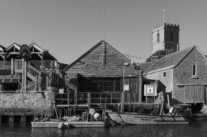 Ein alter Kornspeicher und Bootsanleger in Wareham.