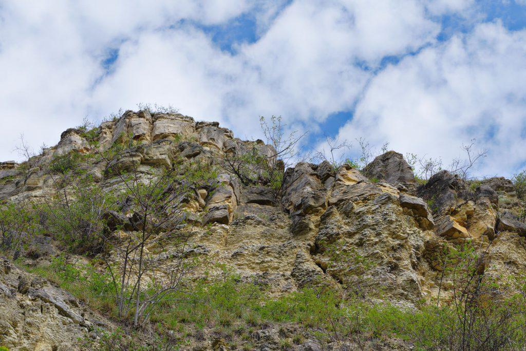 Blick auf die Felsen der Kernberge von der mittleren Horizontalen.