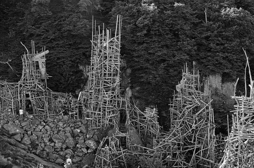 Die hinteren Türme von Nimis an der Steilküste.