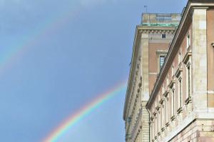 Ein Regenbogen neben dem Palast des schwedischen Königs.