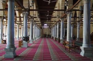 Zentrale Gebetshalle der Moschee des Amr ibn al-As in Kairo