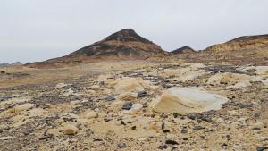 Einer von vielen Bergen in der Schwarzen Wüste.