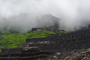 Stark befestigte Schotterwege zwischen der 6. und 7. Station am Fuji