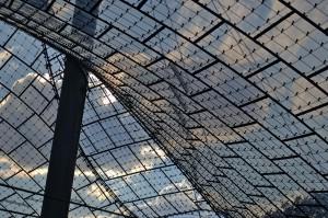 Detailaufnahme des Dachs des münchner Olympiastadions.