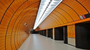 Ein Fußgängertunnel am U-Bahn-Hof Marienplatz in München.