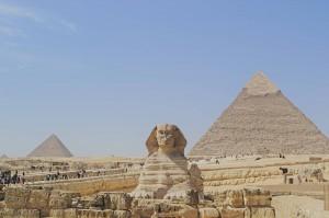 Die Sphinx vor den Pyramiden in Gizeh.