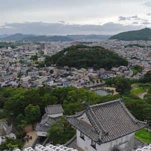 Aussicht von der obersten Etage der Burg auf den Ort Himeji.
