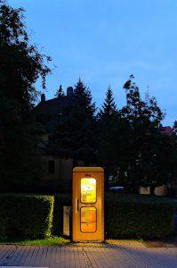 Weimar, Schwanseestraße/Fuldaer Straße. Ein altes gelbes Telefonhäuschen TelH 78, fotografiert im Juli 2014, Ende 2016 nicht mehr vorhanden.