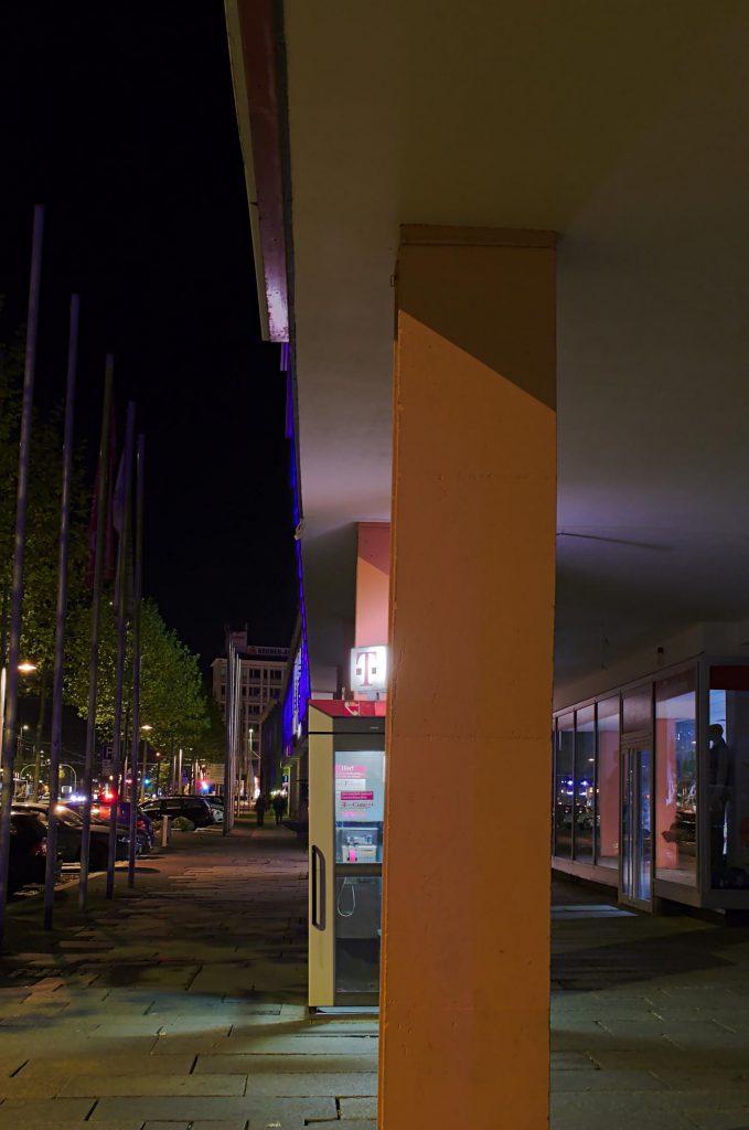 Chemnitz, Straße der Nationen, TelH 90 halb verdeckt von vorne im November 2014.