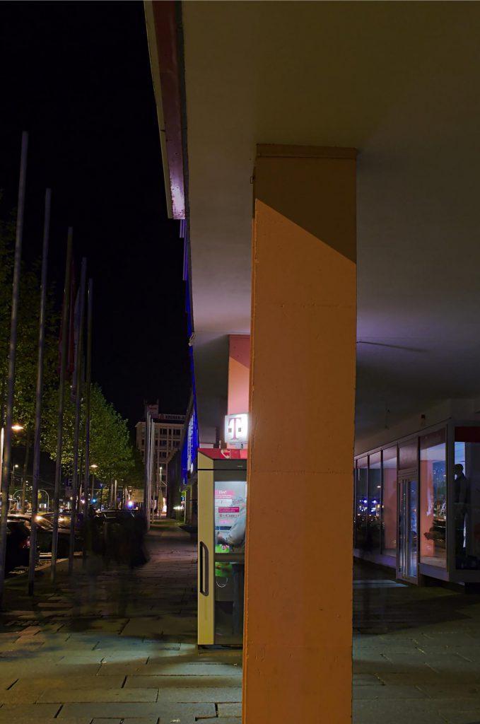 Chemnitz, Straße der Nationen, Beweisfoto: Telefonzellen werden noch benutzt!