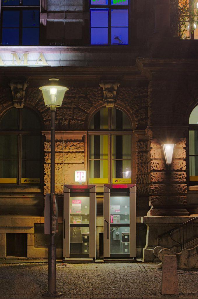 Weimar, Goetheplatz, zwei TelH 90 vor der Hauptpost im August 2014.