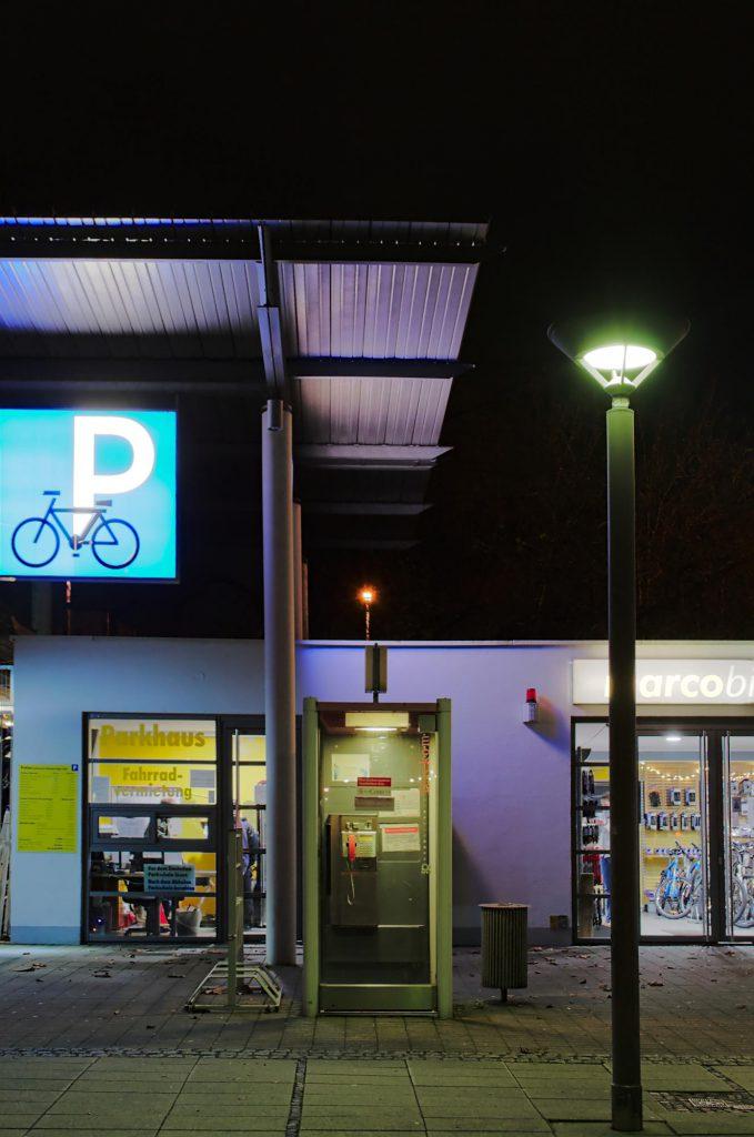 Göttingen, Bahnhofsvorplatz, TelH 90 Sm (für Stadtbild modern). Fotografiert Ende 2014.