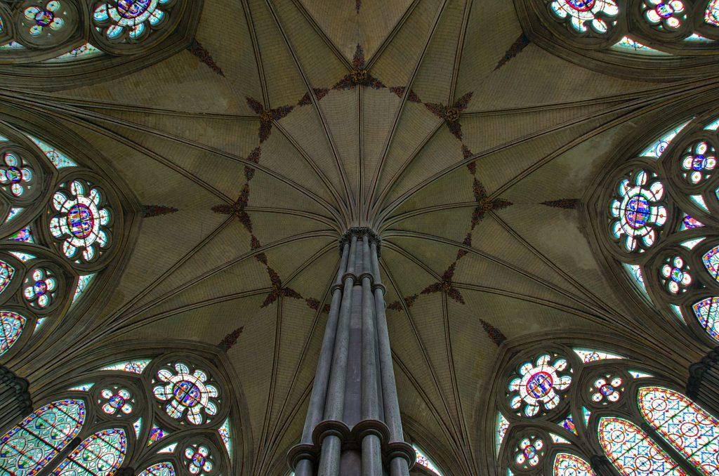 Deckengewölbe des Kapitelhauses der Kathedrale von Salisbury