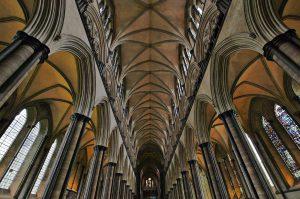 Blick in den westlichen Teil des Hauptschiffs der Kathedrale von Salisbury