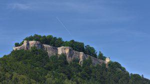 Anblick der Festung Königstein aus dem gleichnamigen Ort.
