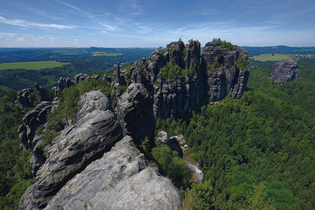 Blick über das westlichste Ende der Schrammsteine.