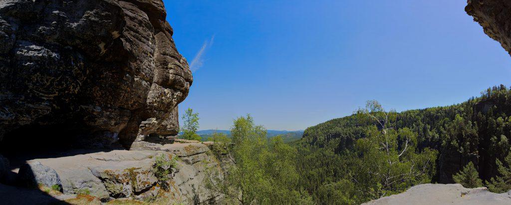 Panorama-Ausblick vor der Idagrotte (links im Bild)