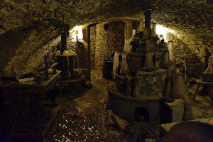 Ein echter Alchemistenofen aus dem 17. Jahrhundert in einem Prager Keller.