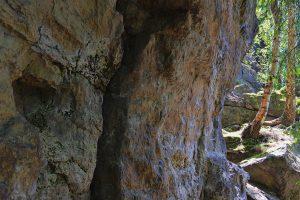 Ein Boulderfelsen im Bahratal.