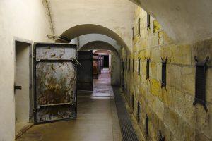 Gang in einer unterirdischen Kasernenanlage auf der Festung Königstein.
