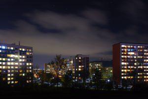 Jena-Lobeda nach Anbruch der Dunkelheit.