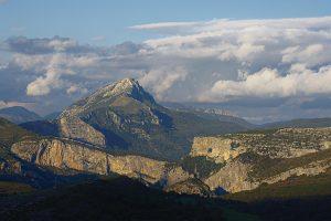 Blick von einem Hügel in La Palud-sur-Verdon in Richtung Point Sublime