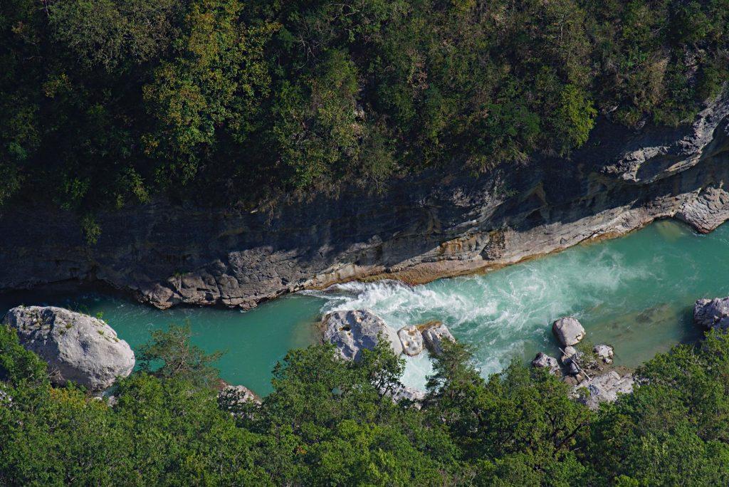 Die Verdon fotografiert aus einigen hundert Metern Höhe.