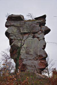 Der Fels, um den es mal die Burg Anebos gab.