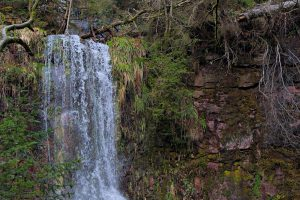 Das obere Ende des Sankenbach-Wasserfalls fotografiert mit dem 90 mm-Makroobjektiv meiner Freundin.